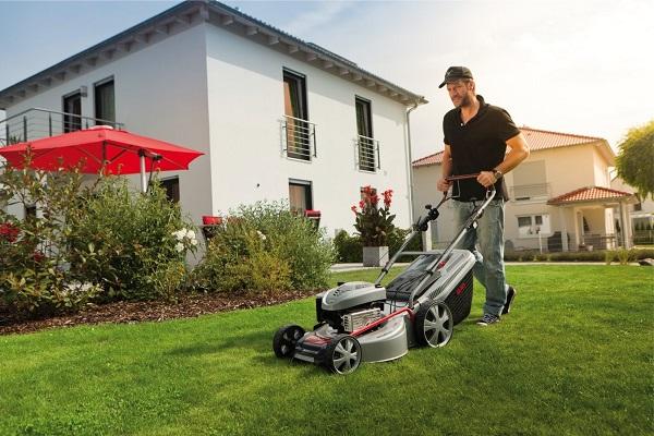 Yazlık için çim biçme makinesi