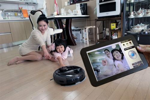 Robot vacuum cleaner with camera
