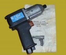 Pneumatic wrench operation