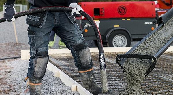 Vibrateur pneumatique sur un chantier de construction