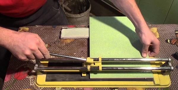 Coupe manuelle des carreaux