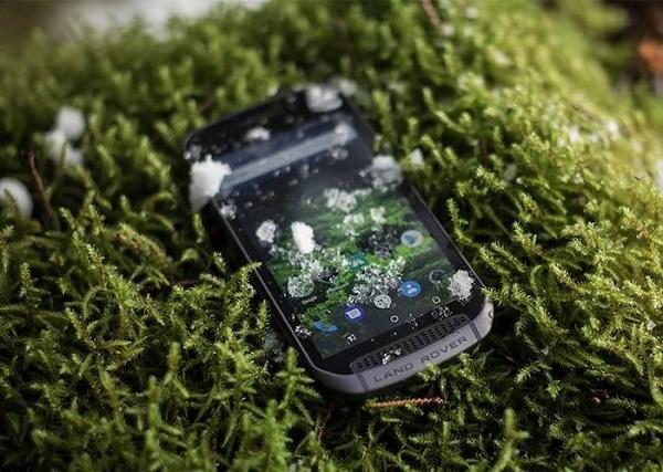 Smartphone Explorez dans la neige