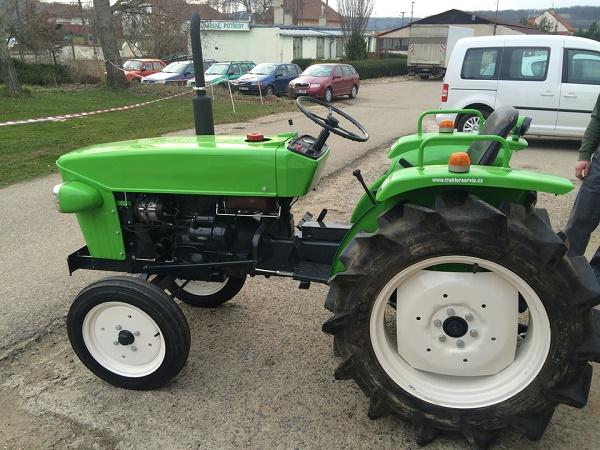 Arkadan çekişli mini traktör