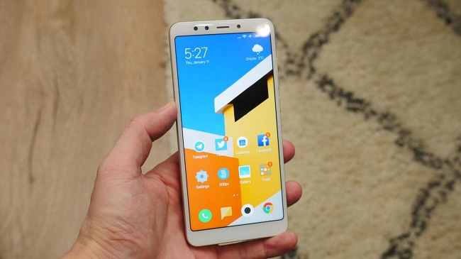 Smartphone i hånden