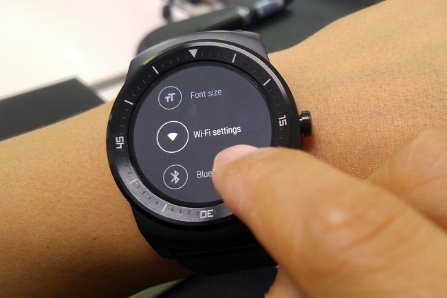 स्मार्ट घड़ियों पर वाई-फाई सक्रिय करना