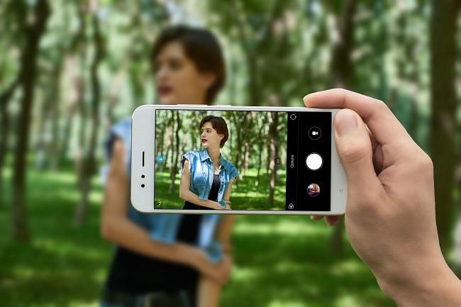 एक स्मार्टफोन पर शूटिंग