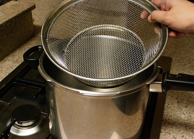 Pressure cooker basket